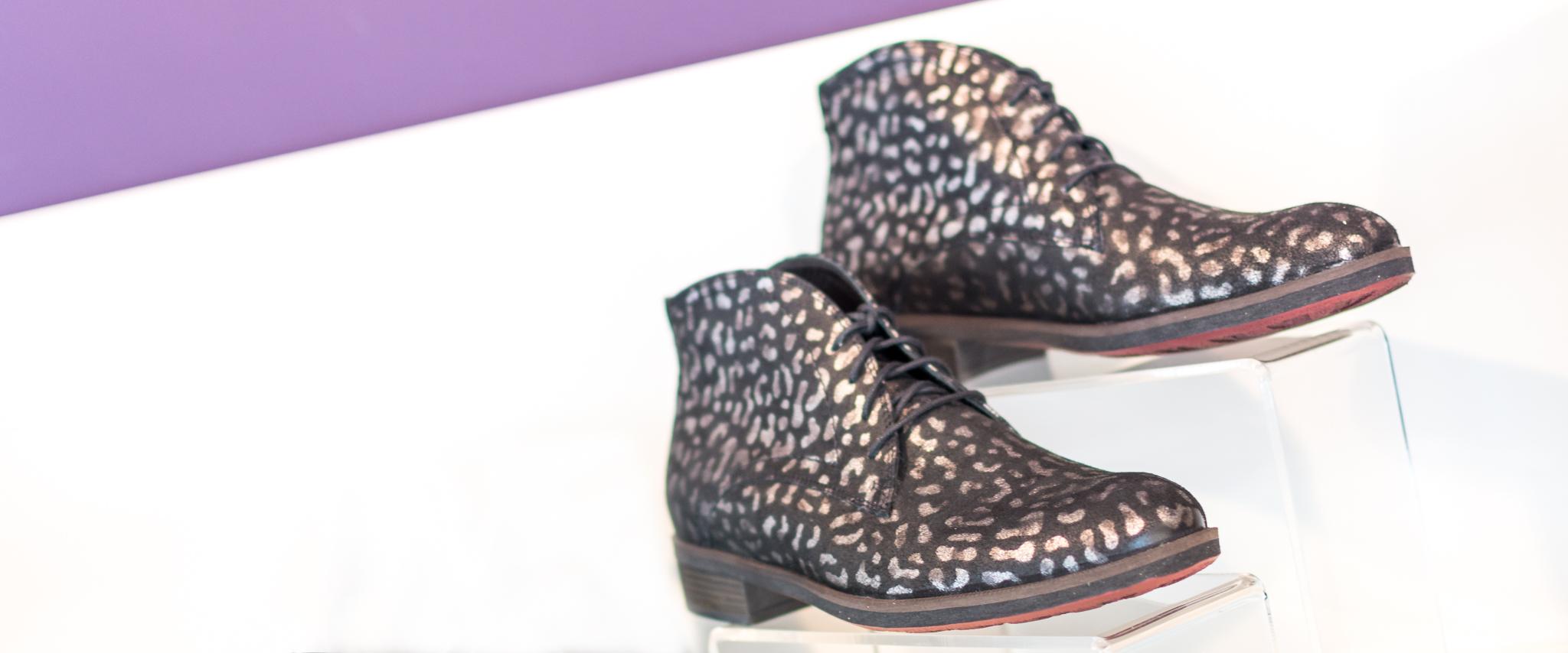 Brede schoenen dames online